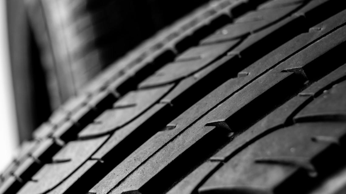 Durva sorállás várható az autószervizekben: több hét is lehet a kerékcsere