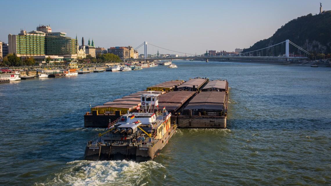 Egyre égetőbb szükség van a Duna medrének tisztítására