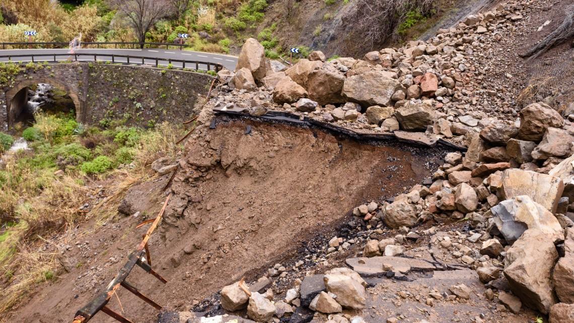 Váratlan földcsuszamlás: egy borospince már áldozatul esett az  M70-es építésének