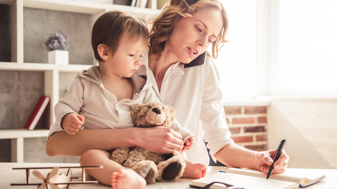 Új támogatás a dolgozó anyáknak: így lehet havi 40 ezer forintra pályázni