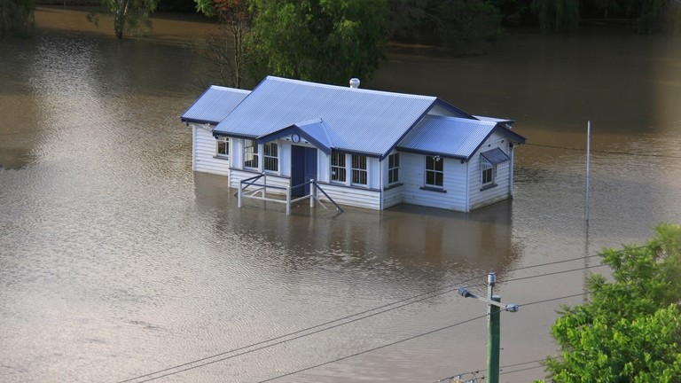 Imádkozz, hogy ne ázzon be a házad: nincs tetőfedő, aki megjavítsa!