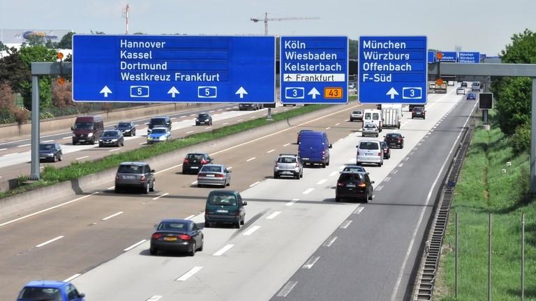 Bizonytalanság az osztrák-magyar határon: 10 átkelő sorsa még kérdéses
