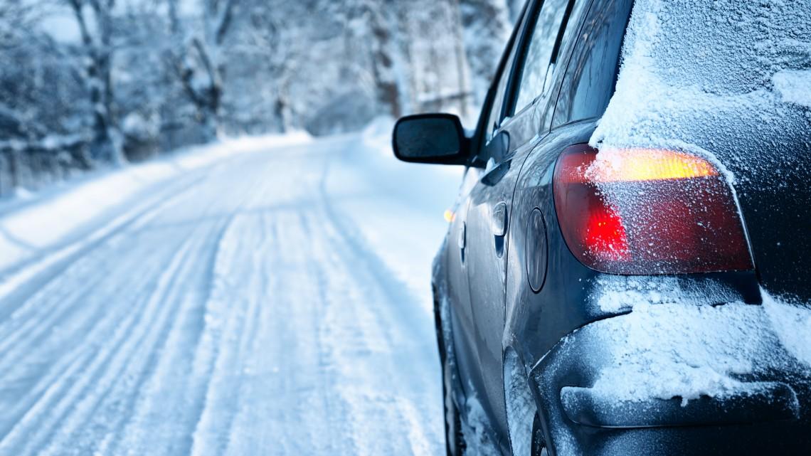 Autósok, figyelem! Mától hivatalosan is tél van a magyar közutakon