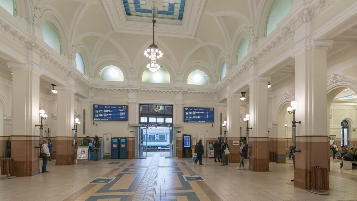 Több állomáson nem lehet jegyet venni a vonatokra: kifogott a technika a GYSEV-en