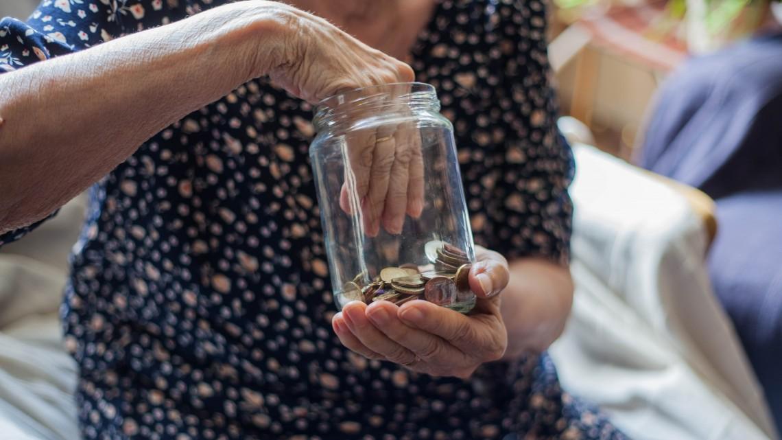 Befőttesüveg helyett nyugdíjkötvény: új támogatott konstrukció van készülőben