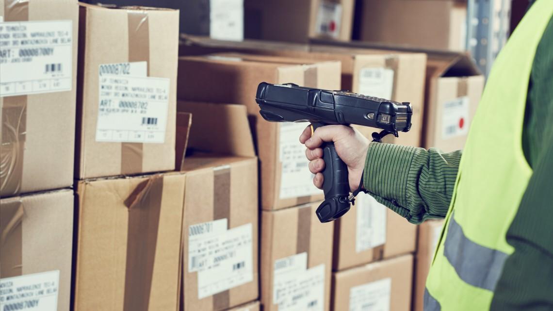 Belerokkan a Posta a karácsonyi rohamba: külsős dolgozókat bérelnek