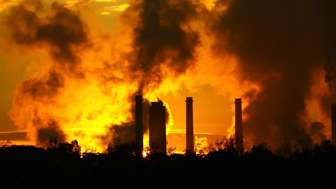 Kigyulladt a nagyhegyesi gáztározó: 15 méter magasra csapnak a lángok