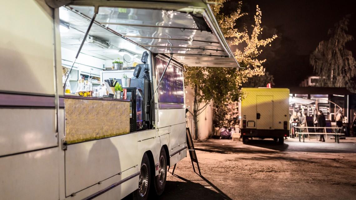 Pörögnek az utazódiszkontok: így vásárolnak a legkisebb falvak nyugdíjasai