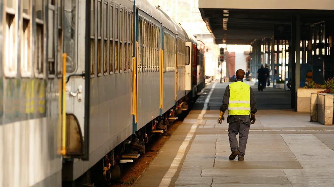 Spórol a MÁV: bezárnának két vasútvonalat