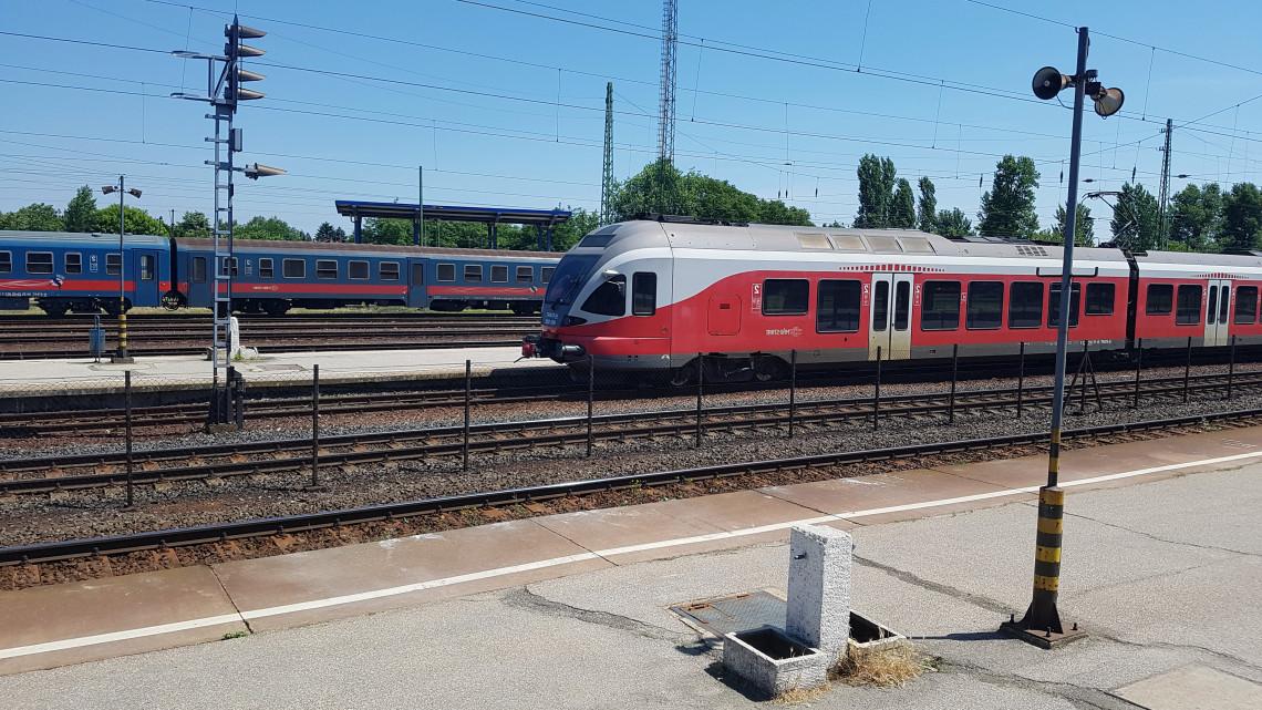 Új vonat szeli át Magyarországot: ez a táv nem piskóta!