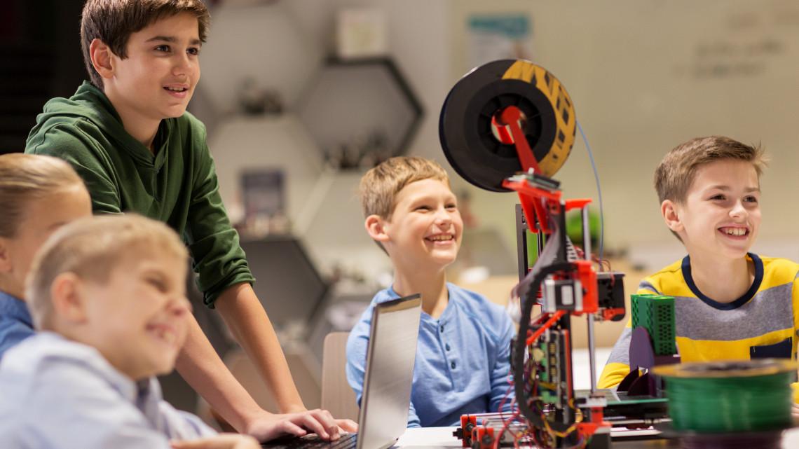 Új lehetőség a játékos tanulásra: tudományos élményközpont épült a gyerekeknek