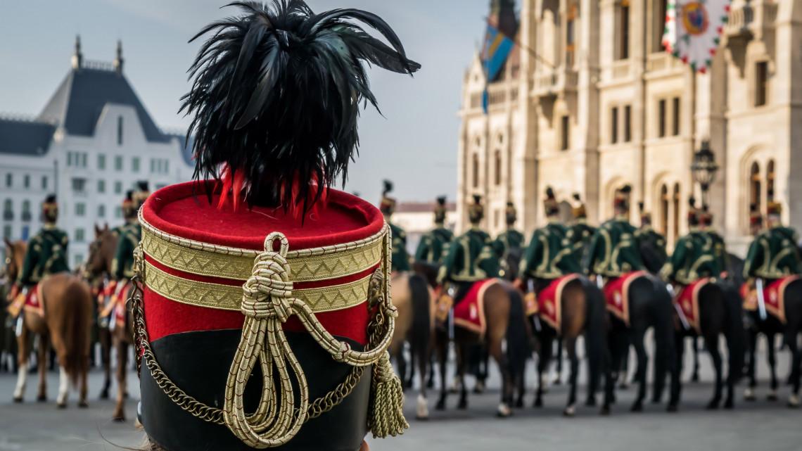 Ismét vonzó a katonai pálya: folytatódik a béremelés a honvédségnél