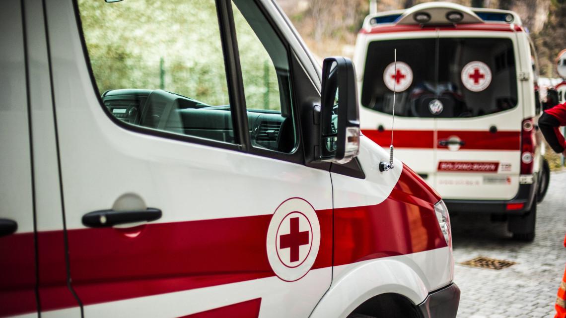 Durva: a hívások feléhez sem érkezik ki a mentő 15 percen belül Pest megyében