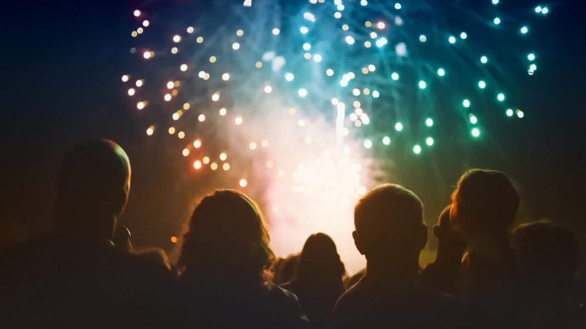 Évről-évre többet költenek a magyarok tűzijátékra