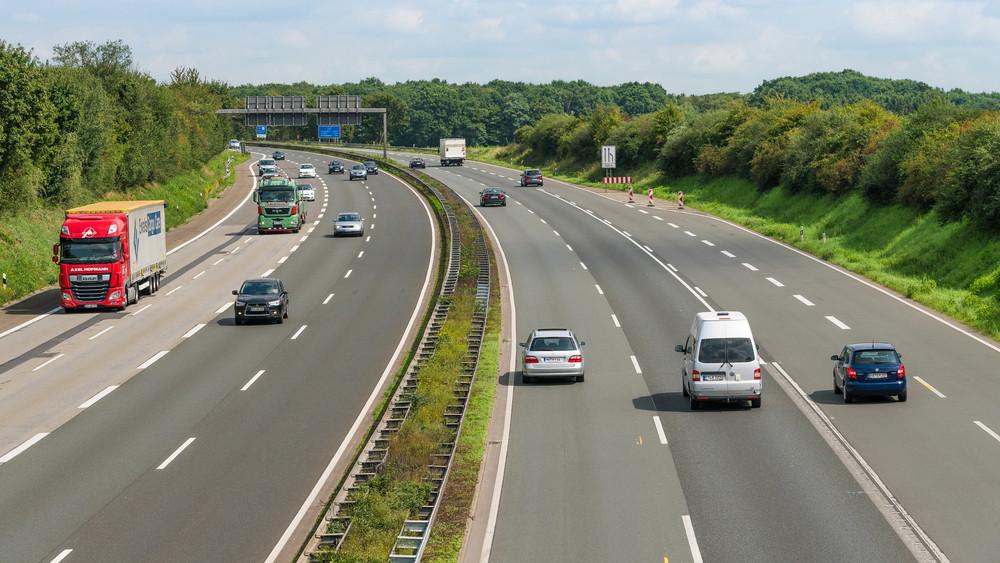 Szabad az út: átadták a 445-ös főutat és az M5-ös autópályát összekötő útszakaszt