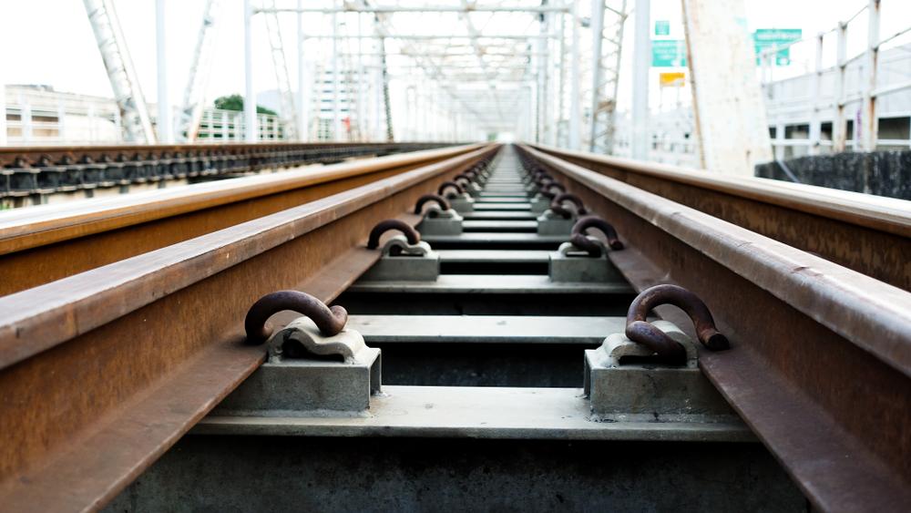 Május közepéig járnak vonatpótló autóbuszok: elhúzódik a kiskörei Tisza-híd felújítása