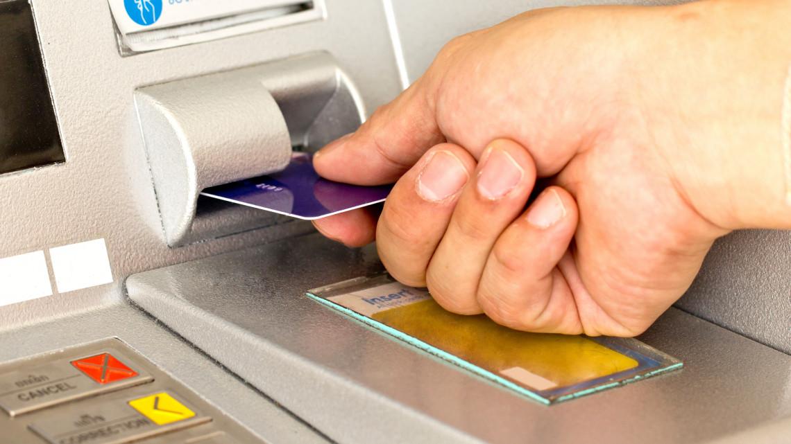 Új rendszer a bankoknál: a jövő nyártól, akár hétvégén is utalhatják a fizetést a cégek