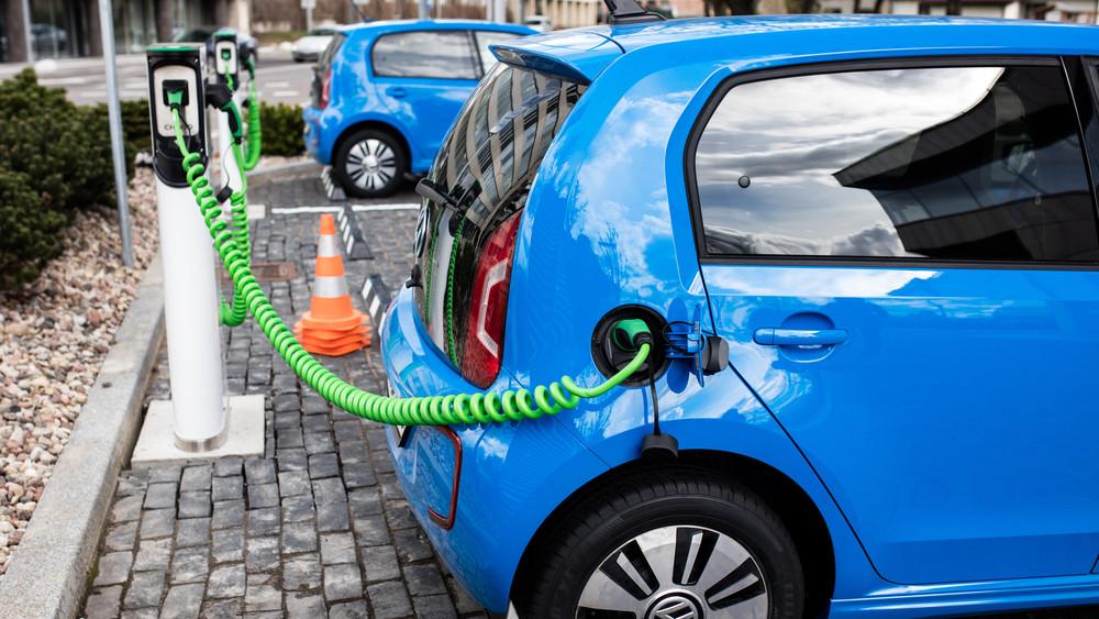 Az ALDI-nál is lehet majd tölteni az elektromos autókat: 360 új töltési pont jön létre országszerte
