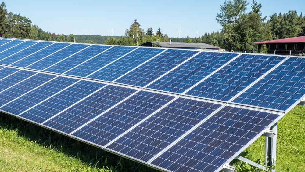 Győrben nem megy kárba a napsütés: a városban napelemes kiserőmű épült