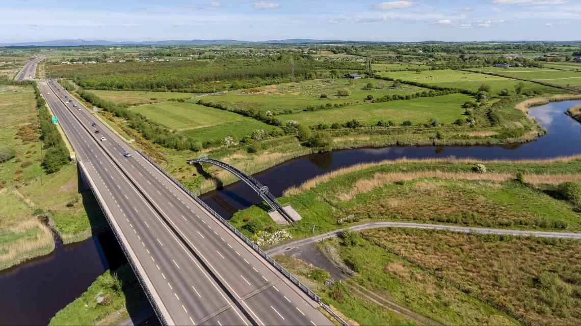 Új utak épülnek: országhatárig húzódó szakasszal bővül az M6-os