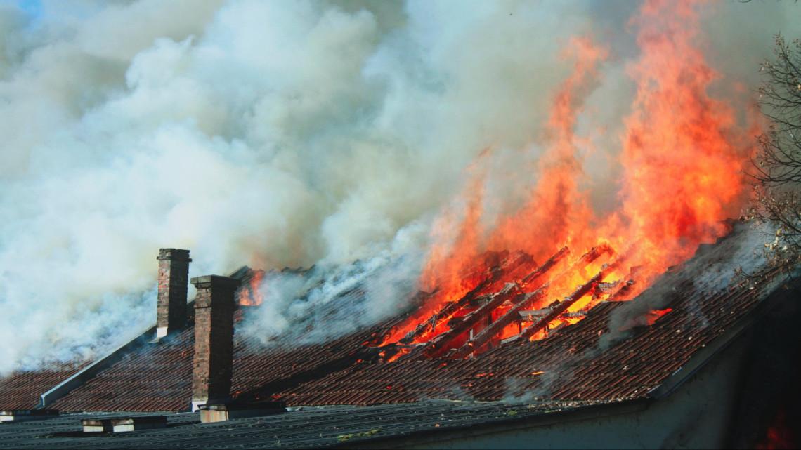 Több mint százszor riasztották a tűzoltókat karácsony első napján