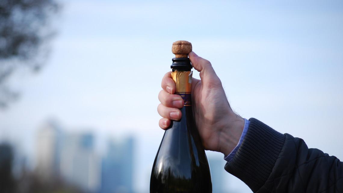 Közeleg a szilveszter: a Nébih édes fehér pezsgőket ellenőrzött