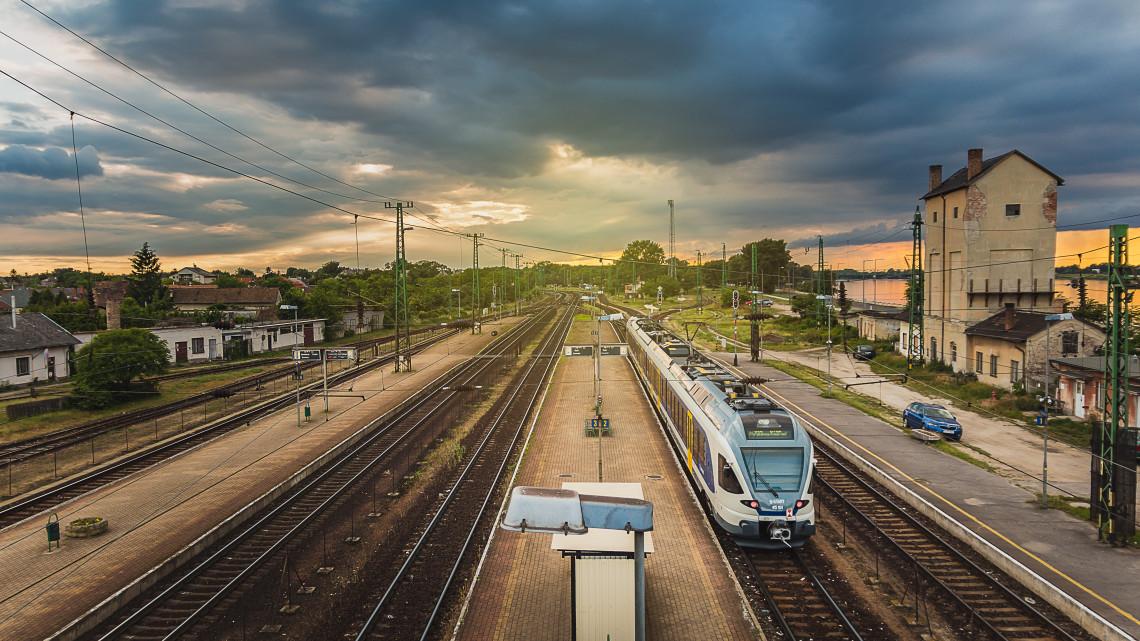 Vonattal a BMW-gyárhoz: kezdődnek a vasúti fejlesztések