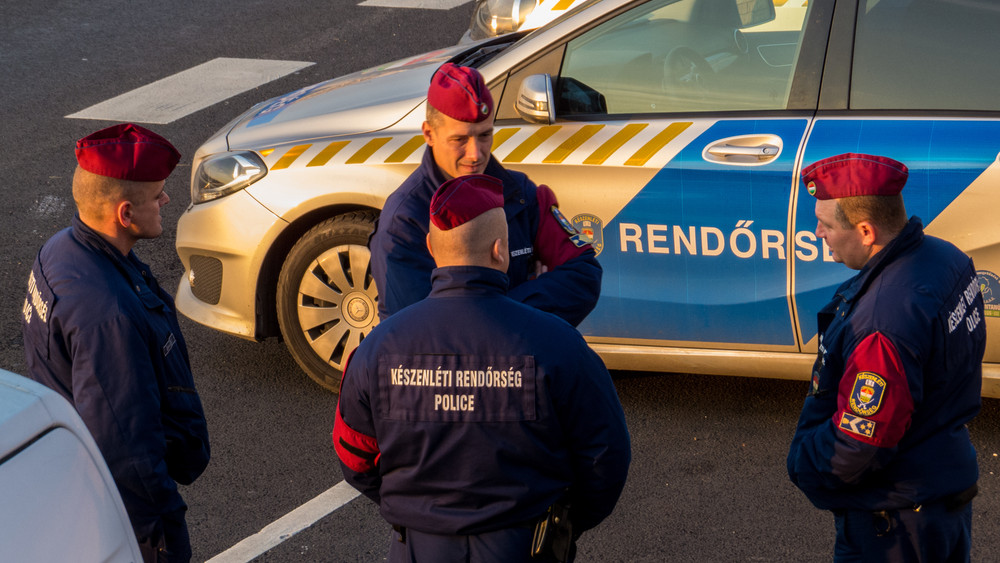 Folytatódik a béremelés a közszférában: megkapták a rendőrök a beígért összegeket
