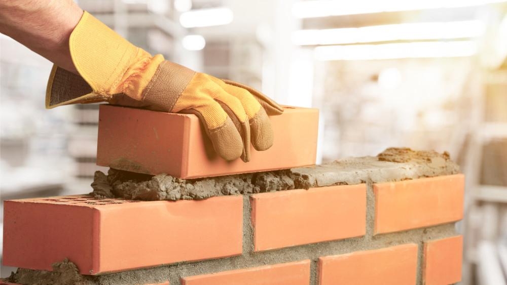 Növekszik az építőipari termelés, mégis fenyeget a lakáskrízis!