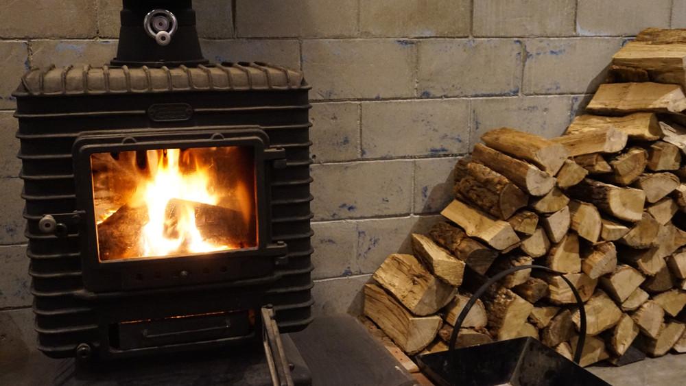 Fűtsünk olcsóbban, energiatakarékosabban és biztonságosabban: tippek a fűtési időszakra
