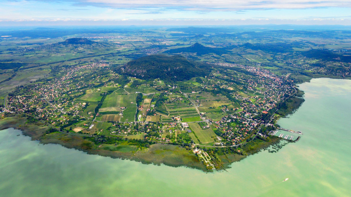Luxus a magyar tengerparton: pillanatok alatt elkapkodják a méregdrága balatoni ingatlanokat