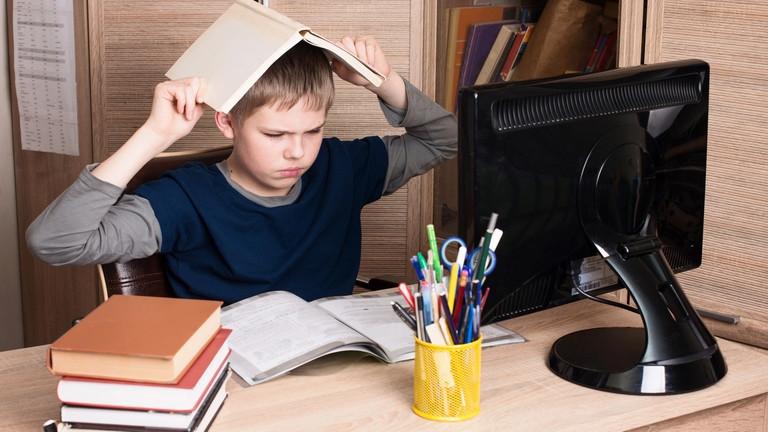 Tanárok: nem jók az állami tankönyvek!