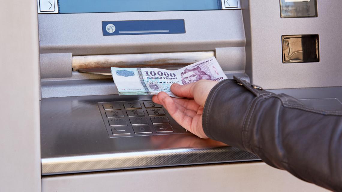 Durva: ennyi magyar dolgozik minimálbérért