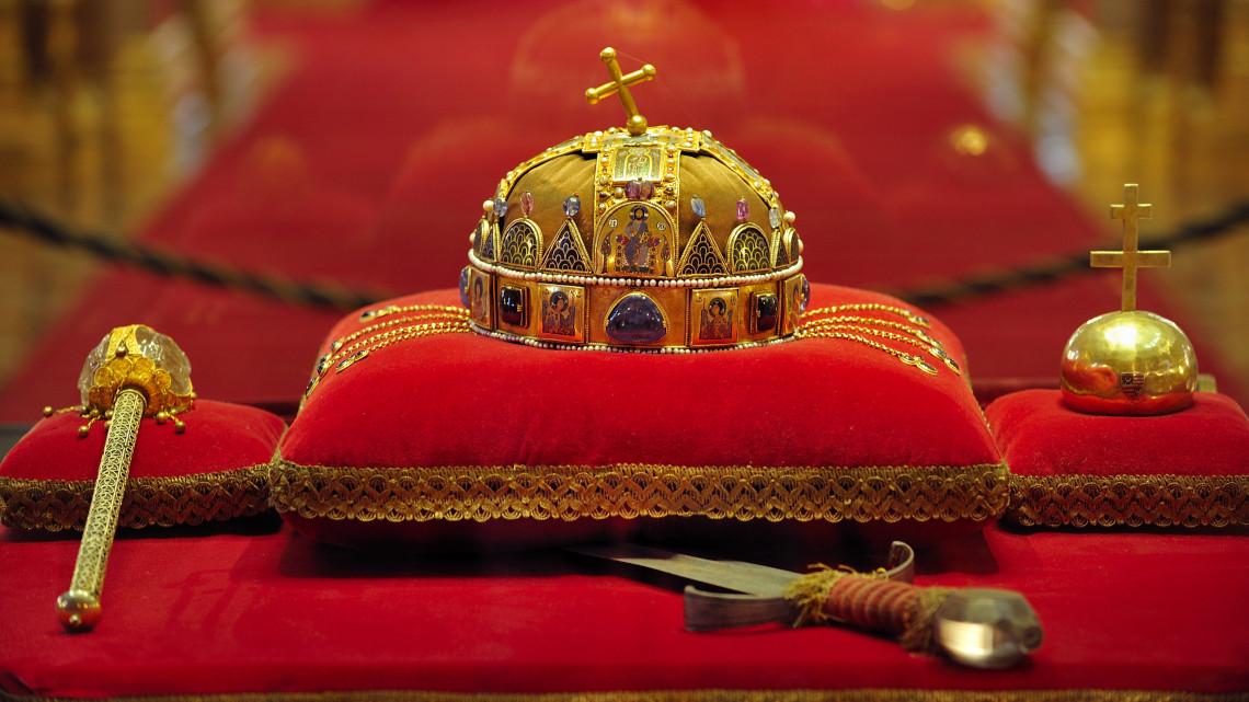 Debrecen, Magyarország fővárosa: múltidézés a Szent Korona hiteles másolatával
