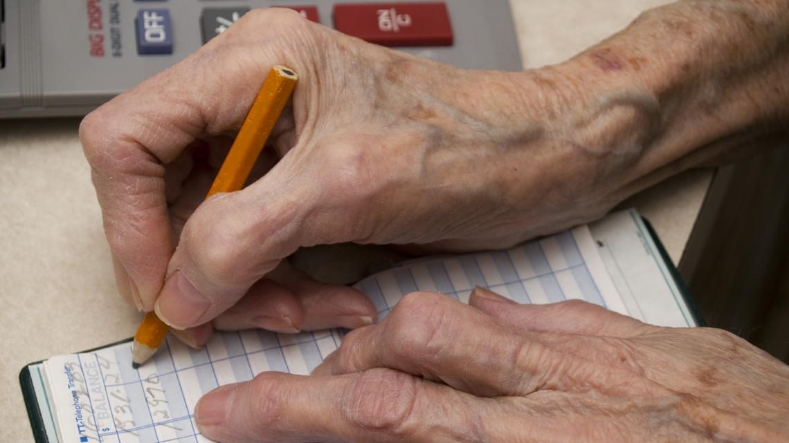 Alzheimer betegtől csaltak ki pénzt Kaposváron