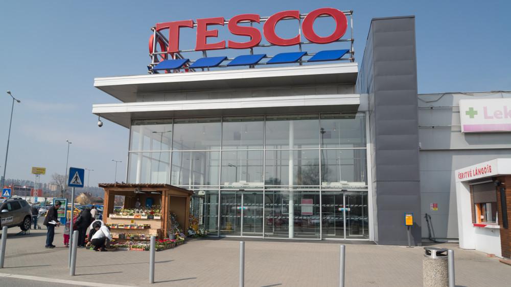 Megállapodás születhet arról, hogy a Tesco nem alkalmazza az új túlórakeretet