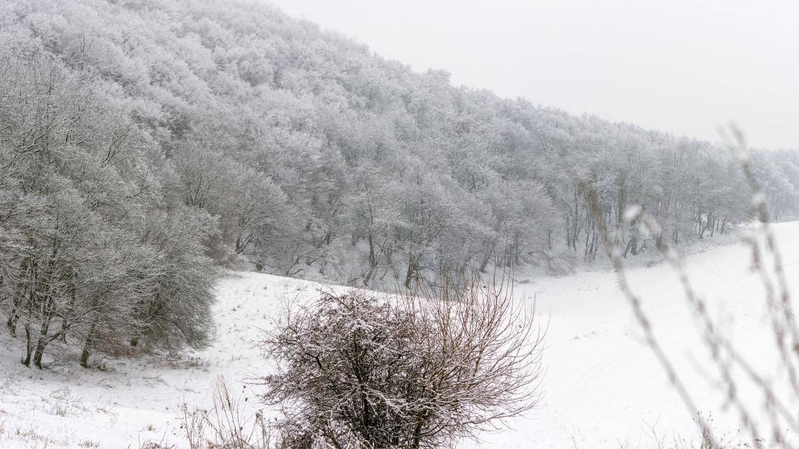 Helyzetjelentés: folytatódik a havazás, a Kékestetőn már több mint 30 centiméteres a hótakaró
