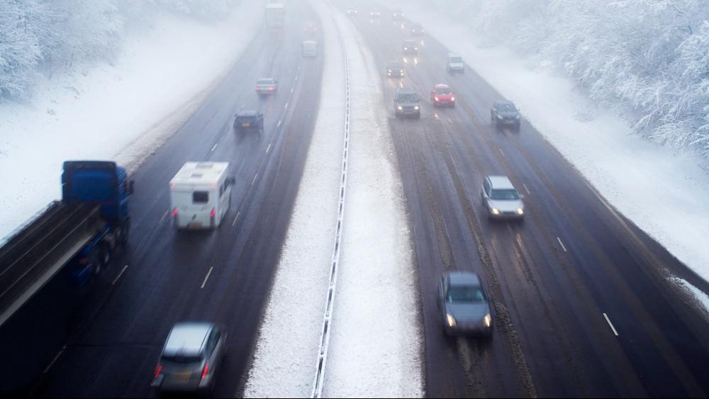 Autósok, figyelem: köd és hó borította el Magyarországot