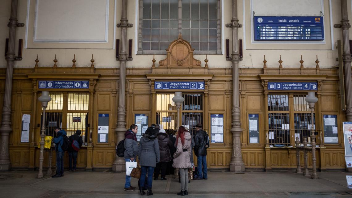 Így utaznak az élelmes magyarok: rengeteget spórolhatsz és sorba sem kell állni