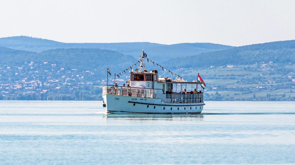Komoly gondok a Balatonnál: tömegével keresnek szakembereket a kikötőkbe, hajókra