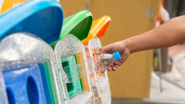 Kreatív újrahasznosítás: elképesztő, mi minden készül szemétből Békésben