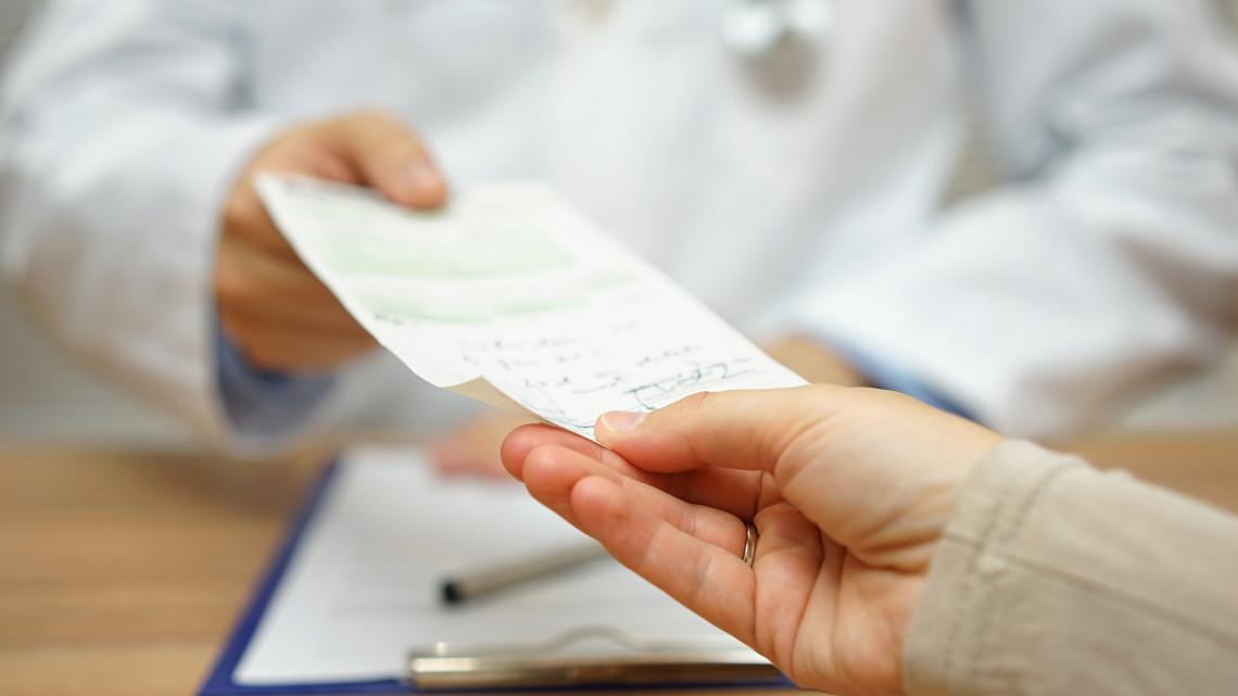 Fontos változás az orvosi rendelőkben: ezt a papírt minden páciensnek meg kell kapnia!