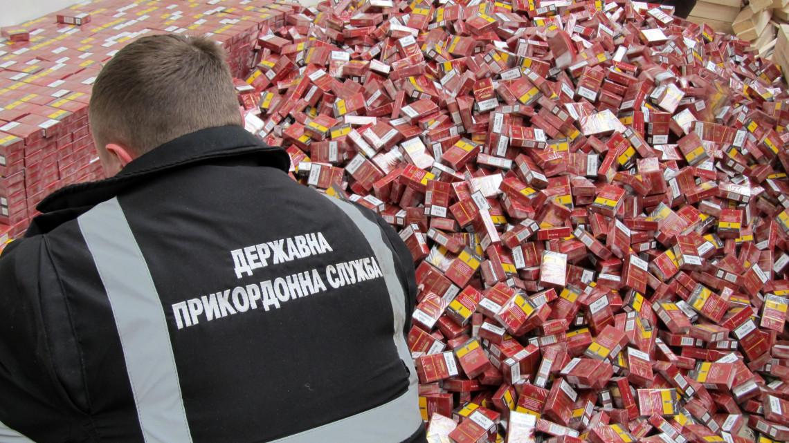 Hatalmas méreteket ölt a cigarettacsempészet: drónokat is bevet a NAV