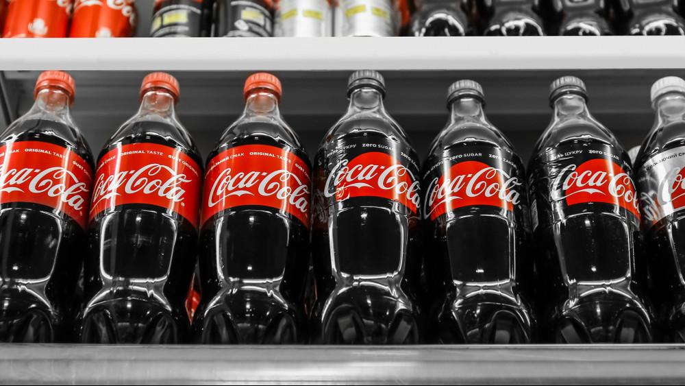 Döntöttek: teljesen eltűnhetnek az iskolákból a cukros üdítőitalok
