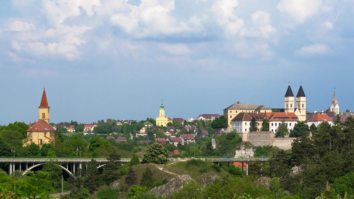 Hivatalos: új völgyhidat kap Veszprém