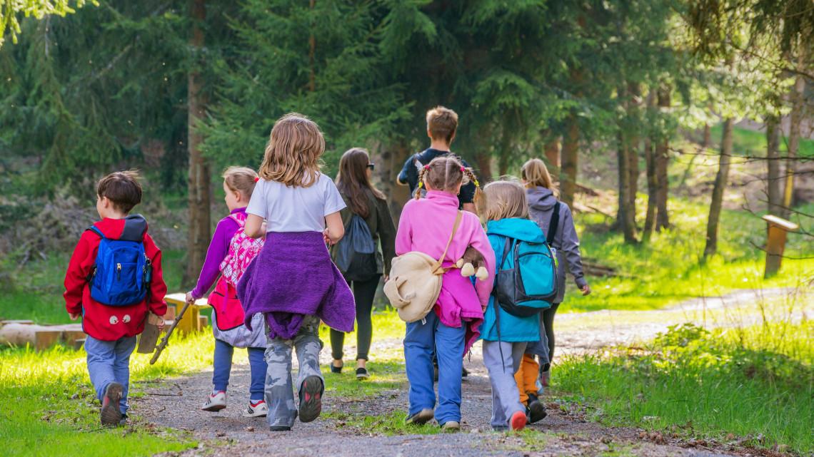 A jövő az új generációé: környezettudatosságra nevelő foglalkozást tartottak kisiskolásoknak