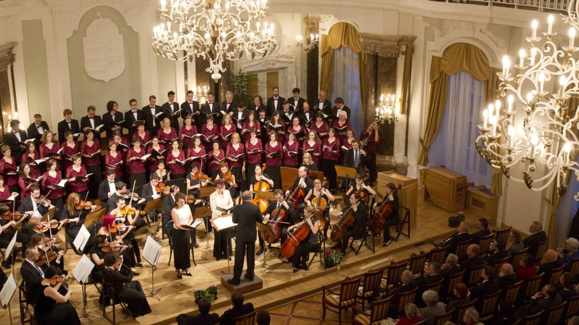 Rengeteg koncerttel ünnepli 50. évfordulóját a Szolnoki Bartók Béla Kamarakórus