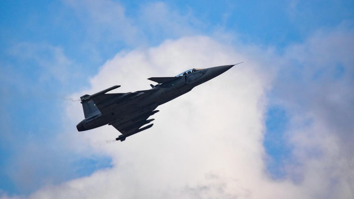 Repülőtér-fejlesztés miatt 14 vadászgép költözik Kecskemétről Pápára