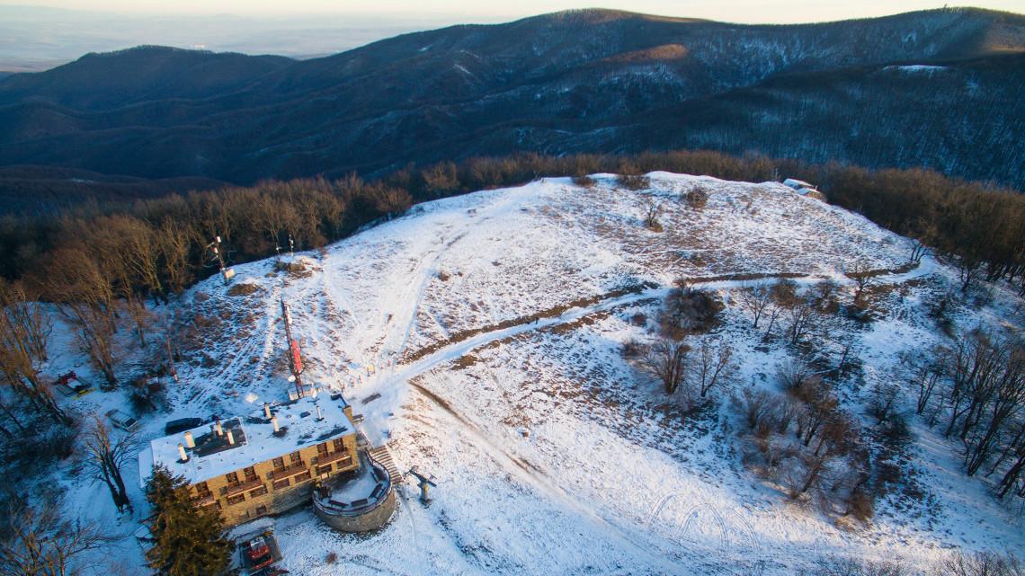Hóhelyzet: nyitnak a sípályák, a Kékestetőn majdnem 40 centis hó van