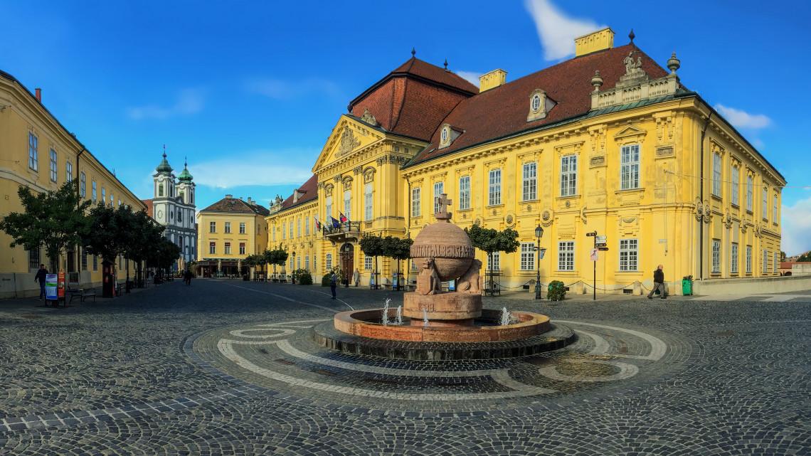 Középiskolások, figyelem: Fehérváron versünnep vár titeket!